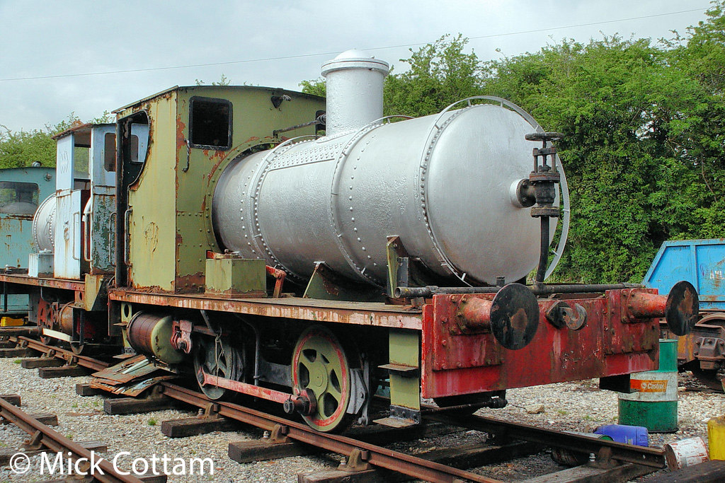 This image has an empty alt attribute; its file name is andrew-barclay-1477-at-the-buckinghamshire-railway-centre-may-2010.jpg
