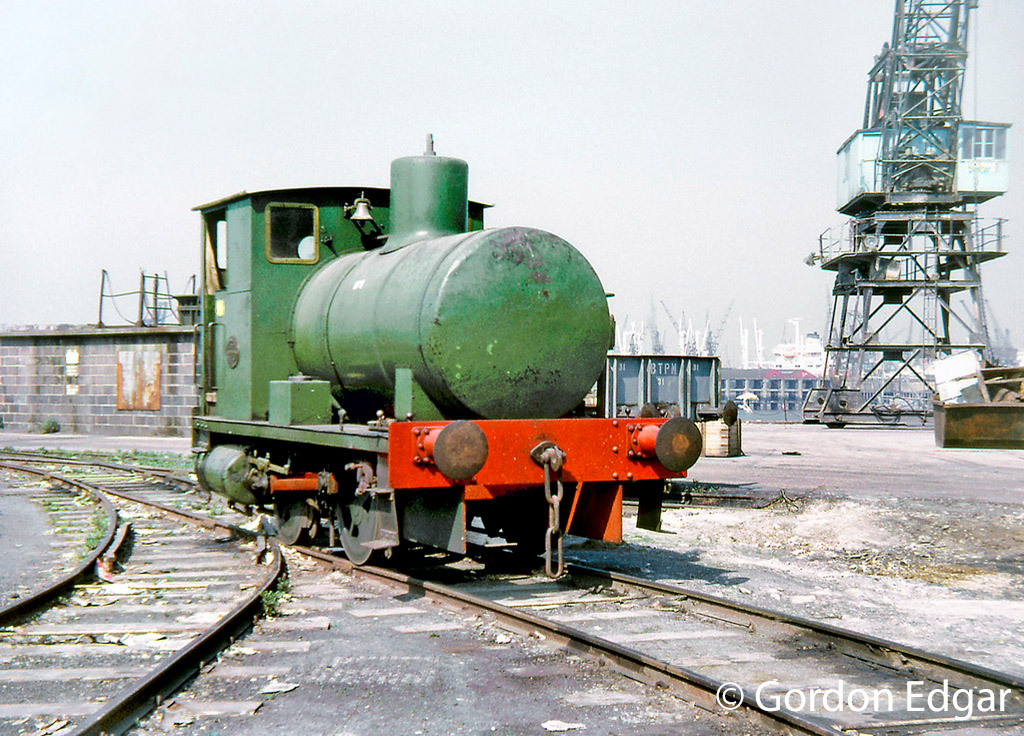 This image has an empty alt attribute; its file name is andrew-barclay-1876-on-the-quayside-at-bowaters-northfleet-paper-mill-april-1971.jpg