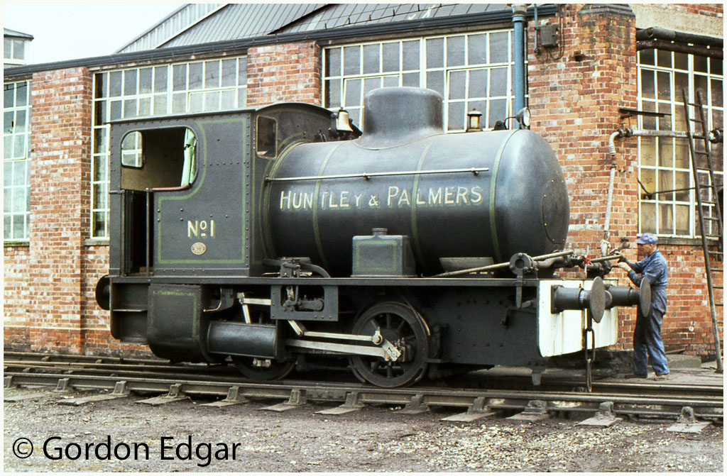 This image has an empty alt attribute; its file name is bagnall-2473-receiving-attention-at-the-steam-recharging-point-at-huntley-palmers-biscuit-factory-at-reading-april-1969.jpg