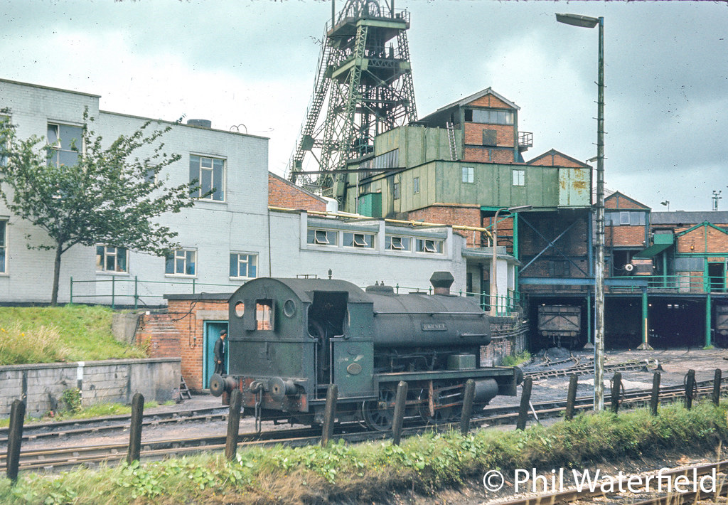 This image has an empty alt attribute; its file name is pecket-1935-at-bersham-colliery-mid-1970s-aaaaa.jpg