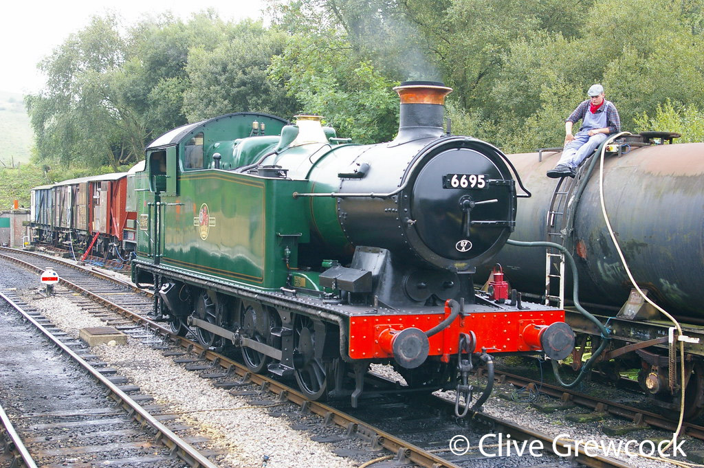 This image has an empty alt attribute; its file name is 6695-at-norden-on-the-swanage-railway-september-2010.jpg